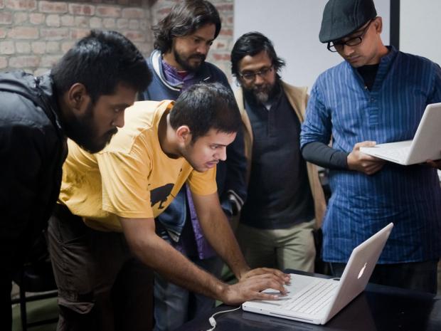 sohrab-hura-with-students-from-pathshala-photo-by-sarker-protick